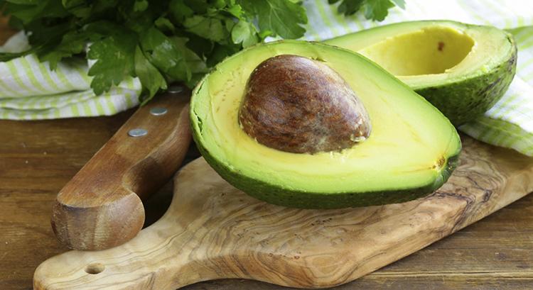 Авокадо перед употреблением