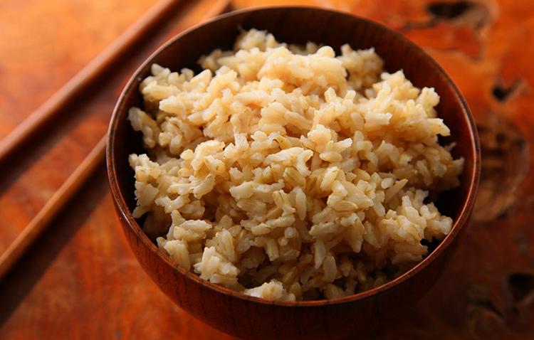 Бурый рис перед употреблением