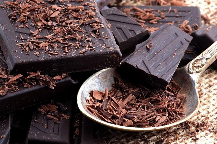 Крошенный горький шоколад