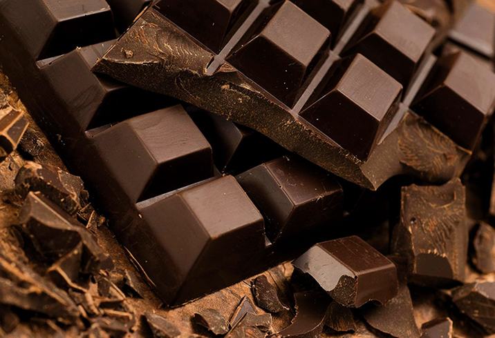 Ломанный горький шоколад