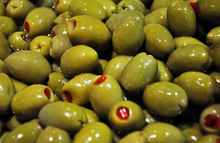 Оливки перед употреблением