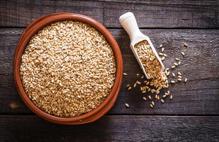 Семена льна перед употреблением