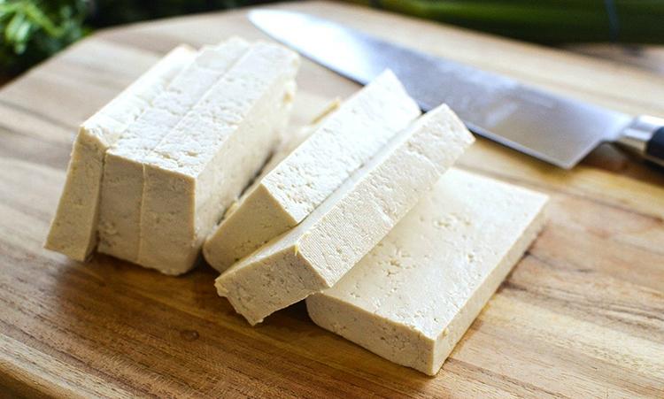 Нарезанный сыр тофу