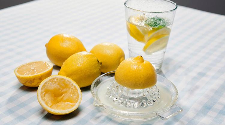 Вода и много лимонов