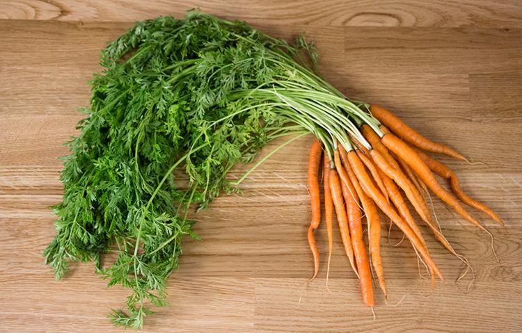 Ботва и морковь