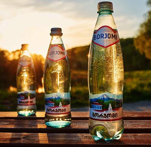 3 бутылки боржоми