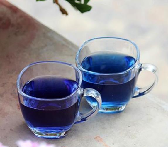 2 чашки синего чая