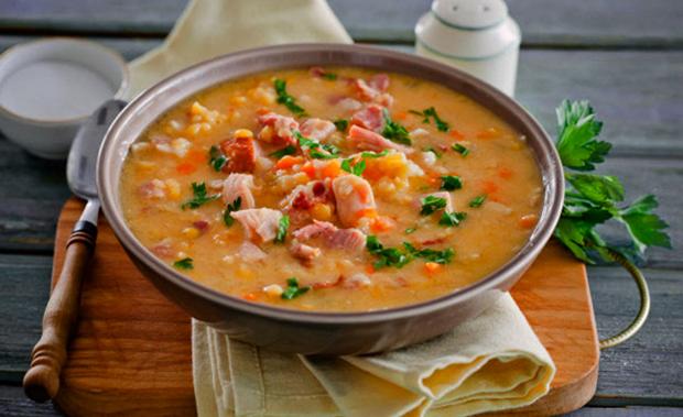 Гороховый суп перед употреблением