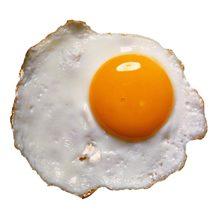 Яичница на завтрак: чем полезна и чем вредна