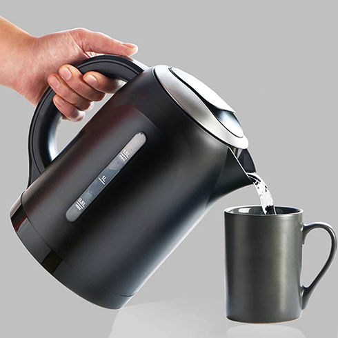 Кипяченая вода из чайника