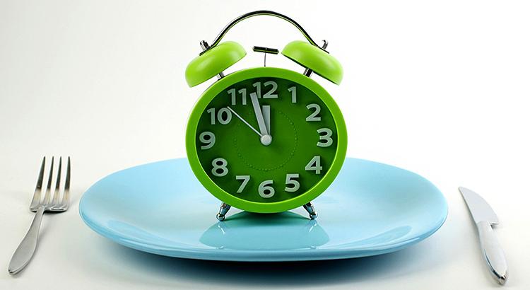 Тарелка и часы
