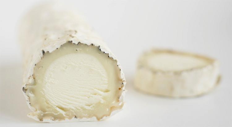 Свежий козий сыр