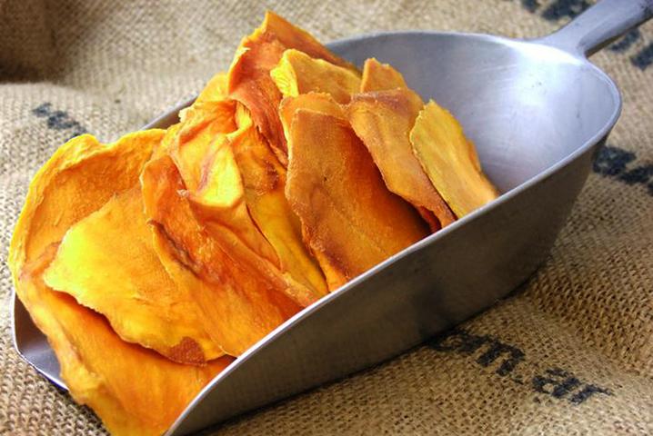 Много сушеного манго