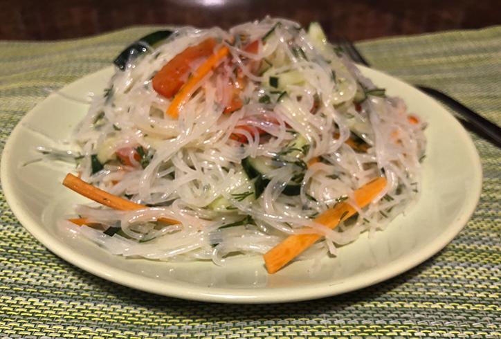 Свежий салат с фунчозой