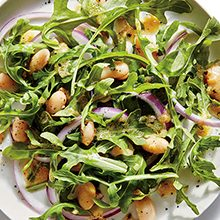 Салат с рукколой: полезные свойства и вред