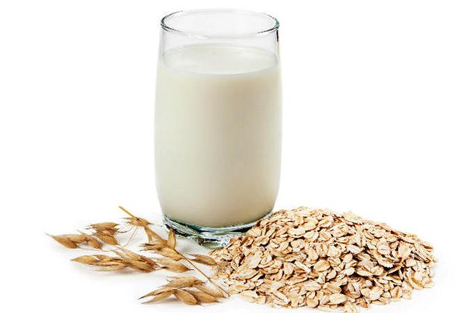 Стакан овсяного молока