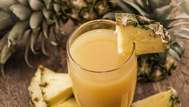 Стакан ананасового сока
