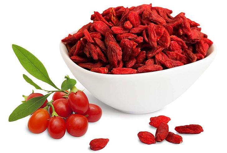 Свежие и сушенные ягоды