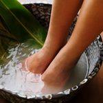 Морская соль для ног: польза и возможный вред