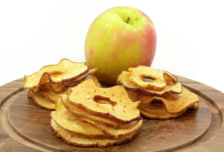Яблоко и сушеные яблоки