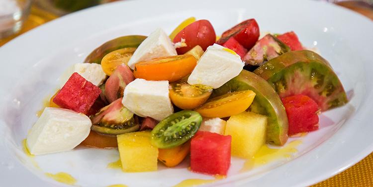 Салат с желтыми помидорами