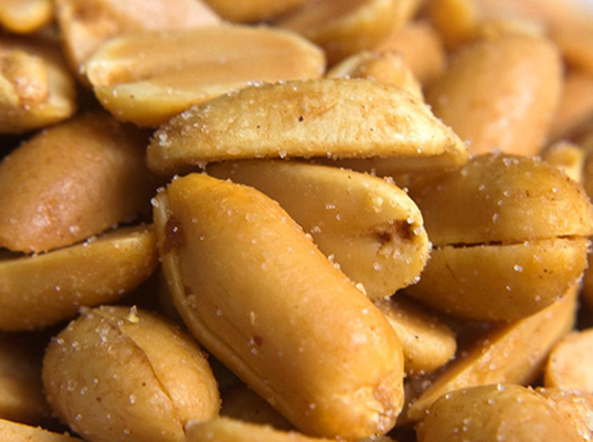 Аппетитный жаренный арахис