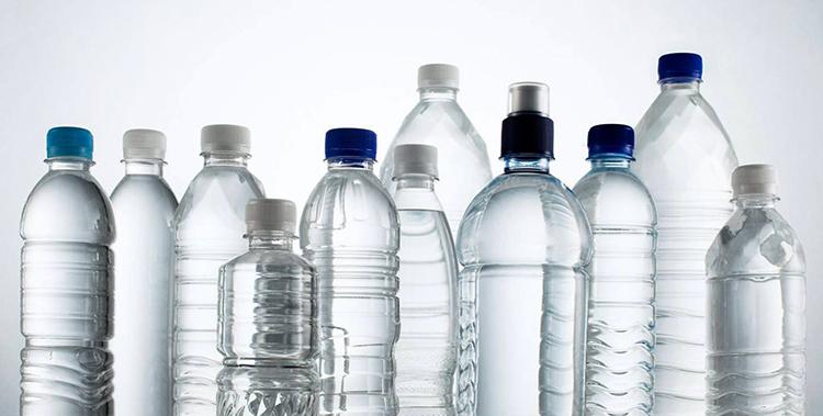 Пластиковые бутылки с водой