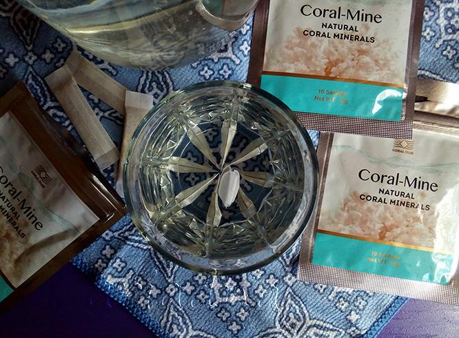 Упаковка с коралловой водой