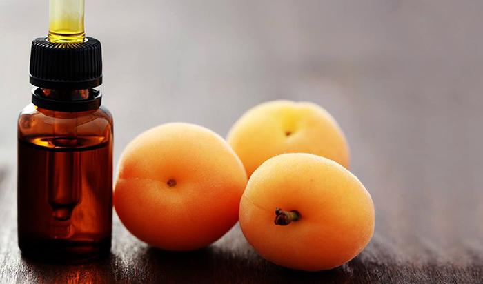 Масло и 3 абрикоса