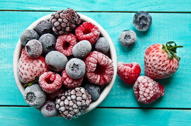 Много замороженных ягод