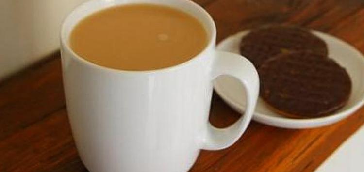 Чай из молока и печенье