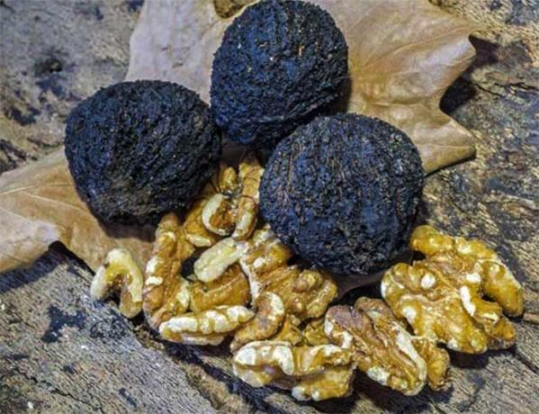 Черный орех и его содержимое