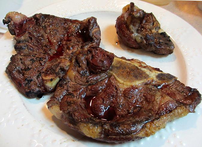 Приготовленное мясо медведя