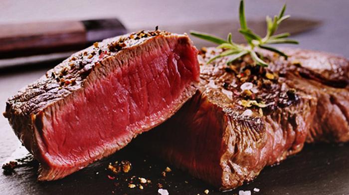 Приготовленное мясо оленя