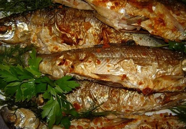 Приготовленная рыба сырок