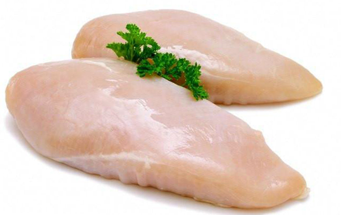 Сырая куриная грудка