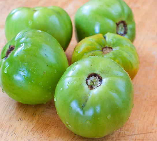Свежие зеленые помидоры
