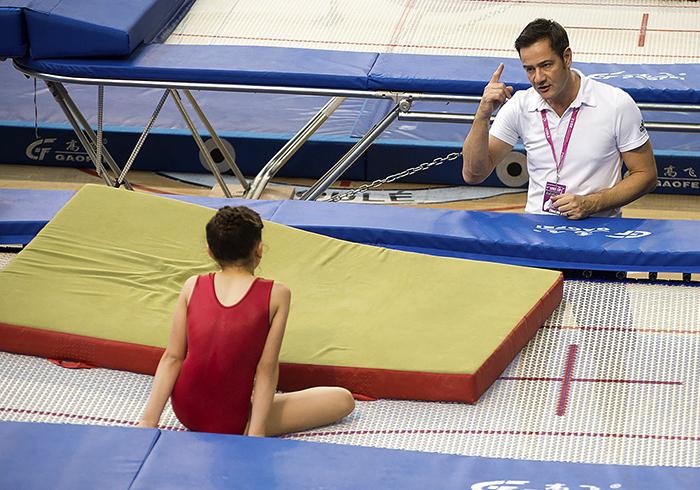 Тренер с девочкой