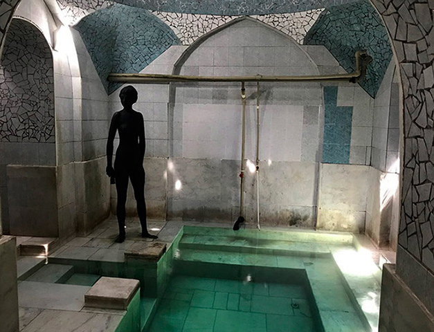 Внутри серной бани