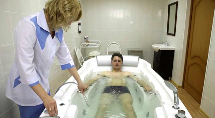 Принятие бальнеологической ванны