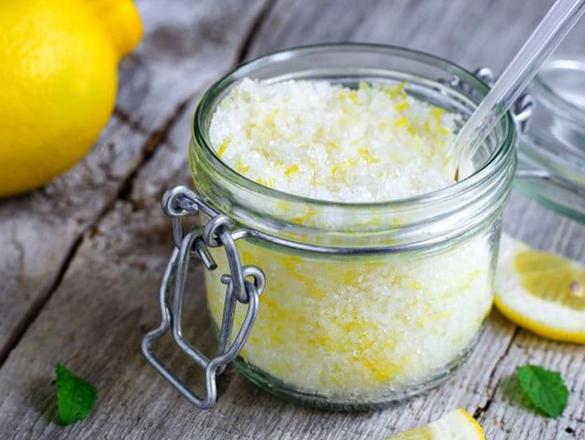 Банка с лимоном и солью