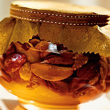 Мед с орехами: польза и возможный вред