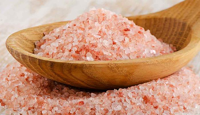 Ложка розовой соли