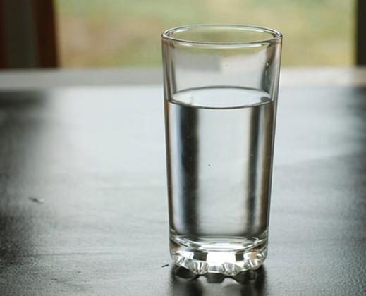 Стакан колодезной воды