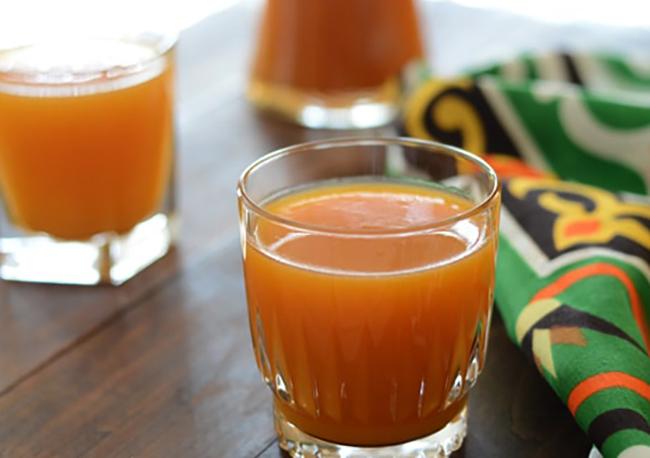 Стаканы абрикосового сока