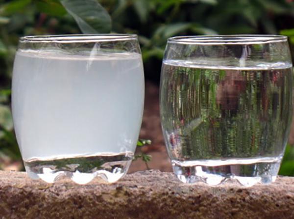 2 стакана с водой