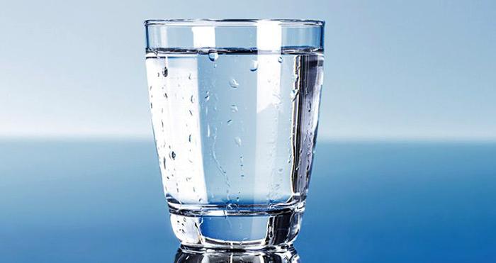 Стакан дистиллированной воды