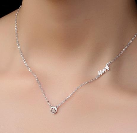 Ношение серебряной цепочки