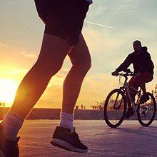 Чем полезнее заниматься бегом или велосипедом?